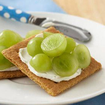 Grapes and Graham Crackers Diabetes Friendly snacking
