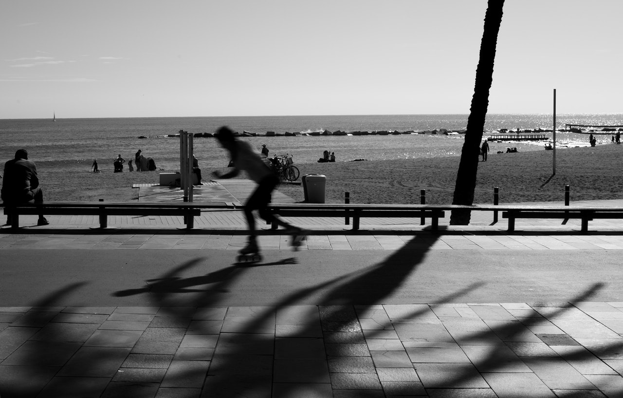 rollerskating-past-beach